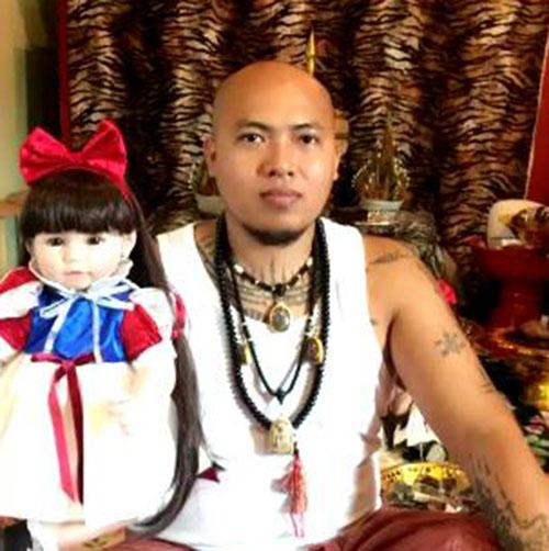 AJ Rung: Phor Hong Prai (ghost) magic cloth yant - THAI VOODOO for business